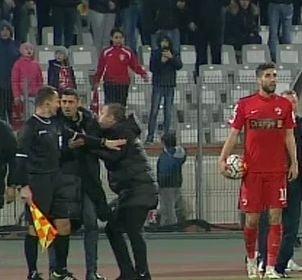 Reghecampf si Danciulescu, la un pas de bataie in timpul derbiului Dinamo - Steaua