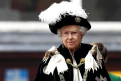 Regina Elisabeta, bolnava, tintuita la pat