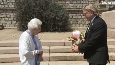 Regina Elisabeta II a primit un trandafir creat in onoarea printului Philip. Evenimentul marcheaza 100 de ani de la nasterea Ducelui de Edinburgh VIDEO