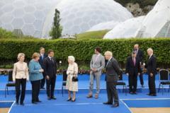 "Regina Elisabeta a II-a la fotografia de grup de la summitul G7: ""Ar trebui sa aratam ca si cum ne-am simti bine?"" VIDEO"