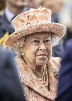 """Regina le interzice printului Harry si lui Meghan sa mai foloseasca brandul """"Sussex Royal"""""""