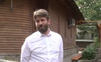 Regula pentru botez la o biserica din Bucuresti: Preotul face slujba doar daca donezi pentru Catedrala Neamului