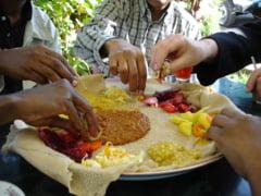 Reguli surprinzatoare de luat masa in diferite colturi ale lumii