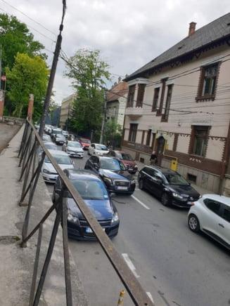 Relaxarea si lucrarile de modernizare aglomereaza Clujul - FOTO