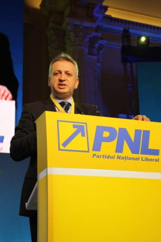 Relu Fenechiu si un fost director din Ministerul Justitiei, arestati preventiv