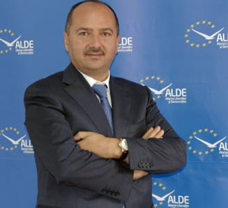 Remus Borza a fost exclus din ALDE: Daca Tariceanu continua sa excluda un parlamentar pe luna, va ramane singur sa stinga lumina