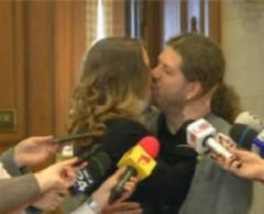 Remus Cernea, moment romantic in Parlament: Si-a cerut iubita de ... partenera civila (Video)