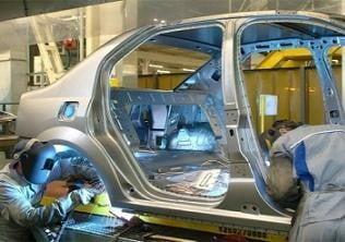 Renault face concedieri in 19 tari, iar la Dacia se fac angajari