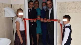 Republica Moldova: Un deputat si un primar au taiat panglica unui WC dintr-o scoala gimnaziala
