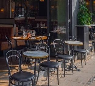 Restaurantele si-ar putea amenaja in continuare terasele gratuit pe domeniul public. Care este data limita prevazuta de proiect