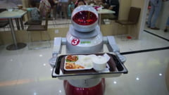 Restaurantul unde robotii gatesc si servesc la mese (Galerie foto)