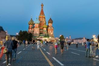 Restricții sanitare ridicate în Moscova. Locuitorii nu mai sunt obligați să poarte mănuși în spațiile publice