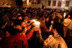 Restrictiile de circulatie de Pastele Catolic si Ortodox vor fi ridicate pana la ora 02.00 dimineata. In ce conditii pot participa credinciosii la slujba de Inviere