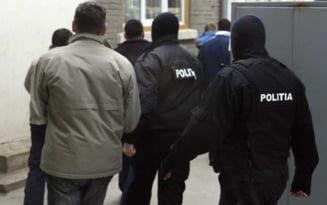 Retea de hoti destructurata de politisti. Bunurile furate, in valoare de 25.000 de lei, au fost recuperate de la cumparatori