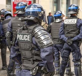 Retea de traficanti de migranti, destructurata: 17 arestari in Franta, Romania si Marea Britanie. Castiguri de peste 3,6 mil euro