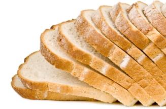 Reteta de scumpit painea: exporti graul ieftin si-l importi scump