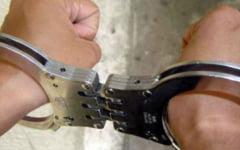 Retineri in dosarul furturilor de animale. Ce au gasit politistii acasa la suspecti, in urma descinderilor de la Budesti