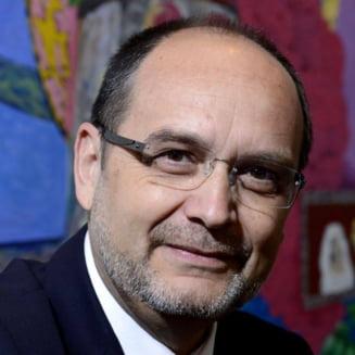 Retragerea titlurilor de doctor pentru Ponta sau Oprea tot in pixul lui Curaj va sta
