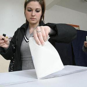 Reuters: Alegerile de la Chisinau, primul pas pentru mentinerea lui Voronin