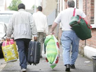 Reuters: Printre valuri de critici, romanii isi croiesc noi vieti in Marea Britanie
