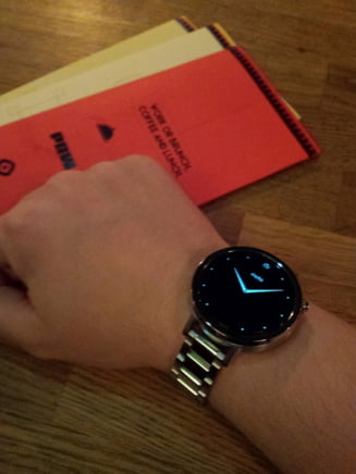 Review Moto 360: Merita sa dai peste 1.800 de lei pe un ceas inteligent si elegant? (Foto&video)