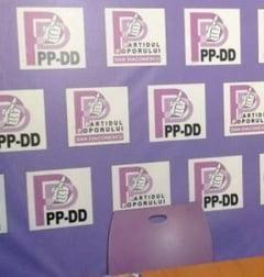 Revolta impotriva lui D.Diaconescu: Alesi plecati din PP-DD au cerut ca partidul sa fie declarat ilegal
