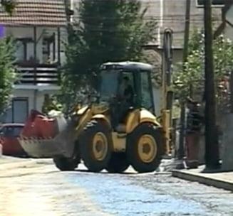 Revolta la Curtea de Arges inainte de inmormantarea reginei: Nu asfaltati aceasta strada!