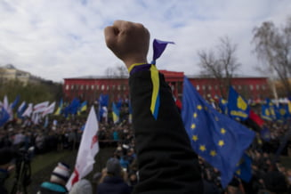 Revolutie la Kiev: Primaria a fost ocupata, se forteaza Palatul Prezidential - sute de raniti (Video&Galerie foto)