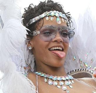 Rihanna, aproape goala pe strada, in Barbados (Galerie foto)