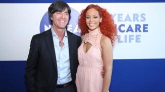 Rihanna, cel mai bun comentator de fotbal (Galerie foto)