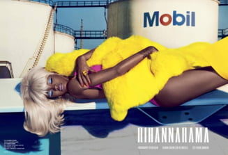 "Rihanna ""loveste"": E blonda si topless (Galerie foto)"