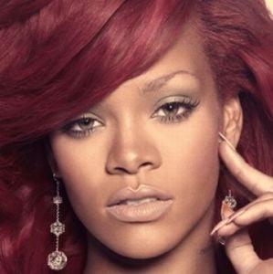 Rihanna a dat 100.000 de lire pentru un portret cu Marilyn Monroe