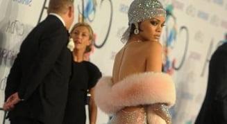 Rihanna a socat cu o tinuta pe covorul rosu (Foto)