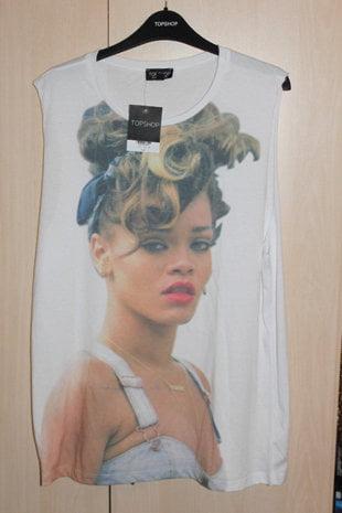 Rihanna da in judecata magazinele TopShop