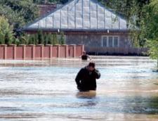Risc de epidemii la Galati: Sursele de apa, distruse de inundatii