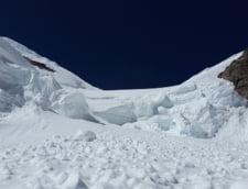 Risc mare de avalansa in Muntii Bucegi si Fagaras. Stratul de zapada depaseste 1,5 metri la Balea Lac