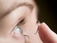 Riscuri la care se expun cei ce poarta lentile de contact