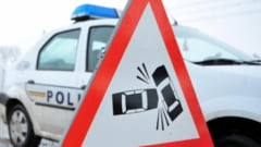 Rm. Valcea: Accident grav cu doi morti si sase raniti, dintre care trei copii