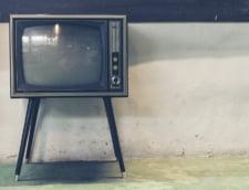 Robotul prezentator de televiziune citeste stirea privind propria creare