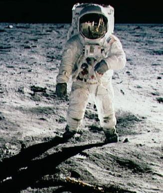 Rocile lunare arata ca ar putea exista apa pe Luna