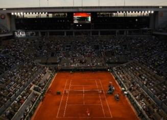 Roland-Garros: reactia geniala a fanilor din tribune dupa ce au aflat ca pot vedea meciul Djokovic-Nadal pana la final. Cui i-au multumit spectatorii