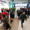 Românii, la mica înțelegere cu gardienii. Bulibășeala autorităților privind noile restricții de circulație a creat haos la intrarea în magazine