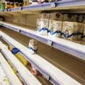 """Românii au năvălit în supermarketuri ca înainte de lockdown. Imagini cu rafturile golite de mărfuri la Cluj: """"Pe la hartie igienică mai este ceva?"""""""