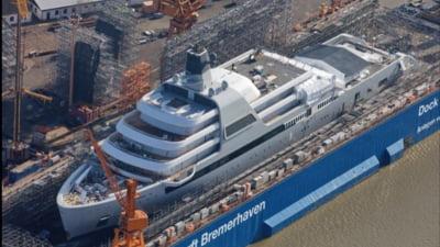 Roman Abramovich isi construieste cel mai tare iaht din lume. Ce facilitati are si cat il va costa ambarcatiunea