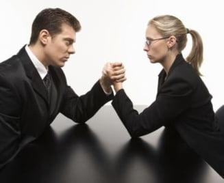 Romancele, educate sa ramana in umbra barbatilor (Opinii)