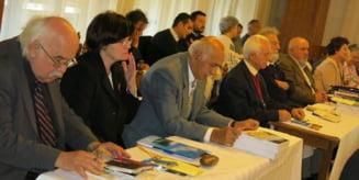 Romani si unguri in Transilvania, inainte si dupa Trianon (5)Desi Articolul 169 al Tratatului prevedea restituirea imediata a valorilor si bunurilor ridicate, luate sau sechestrate, mare parte a arhivelor transilvane se afla la Budapesta si in Secolul XXI