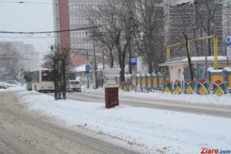 Romania, in viscol: Multe scoli raman inchise, la fel si drumuri, porturi, chiar si Vama Giurgiu. Noaptea vine cu ger extrem