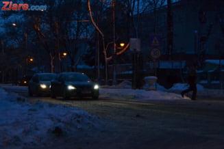 Romania, in zapada: Viscolul continua pana dimineata. Oameni ucisi de furia iernii, drumuri inchise si trenuri anulate