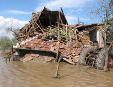 Romania, sub puhoaie: Pericolul nu a trecut - cod rosu mentinut, evacuari si drumuri blocate