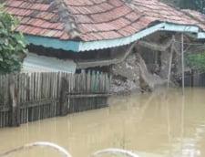 Romania, sub puhoaie: Pericolul nu a trecut - coduri portocaliu si galben de inundatii